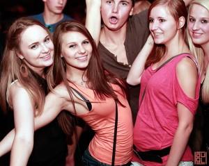 Party Party und nochmals Party, jung bsoffn aber glücklich, Event Exakt Vodka Auftrag Alfred Müller und Dr. Bernhard Astner